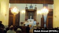 مصلون في كنيسة العذراء في باب المعظم