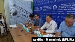 Пресс-конференция в Алматы, участники которой осудили атаки на журналистов. 24 июля 2019 года.