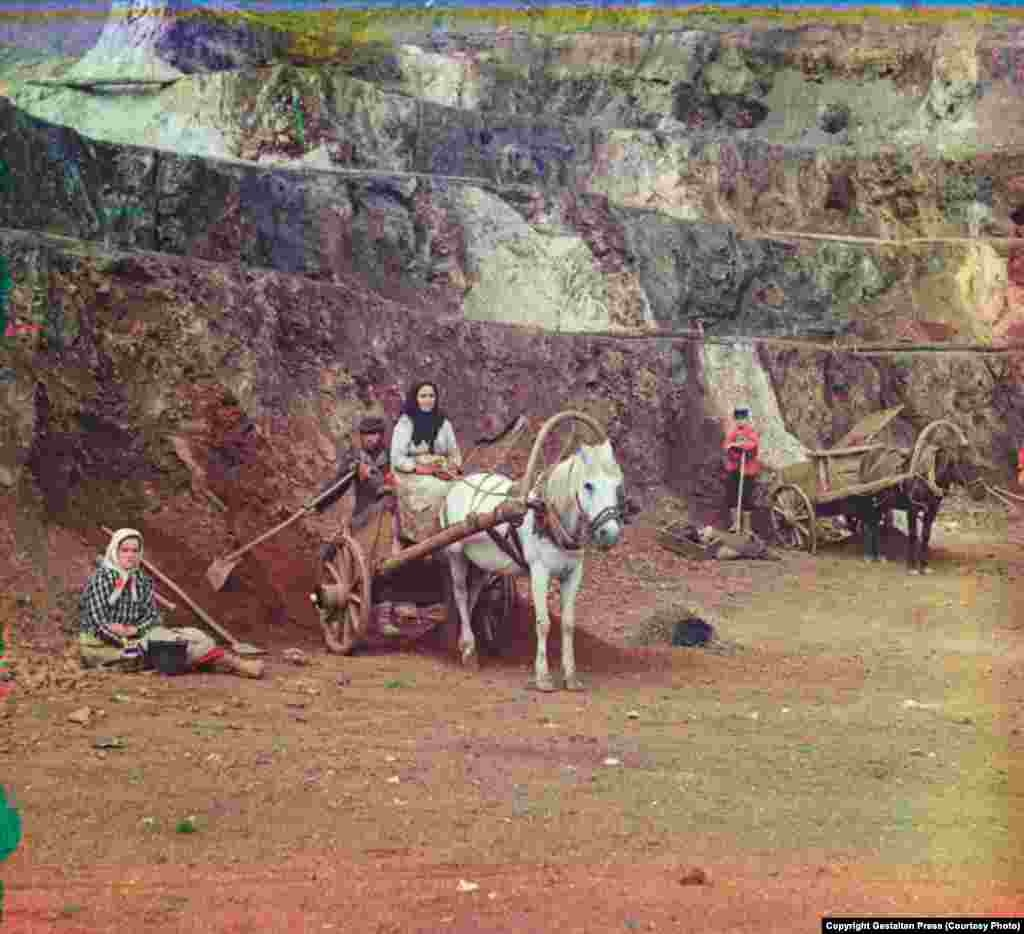Work at the Bakalskii Mine, 1910