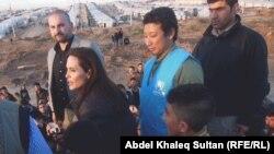 انجلينا جولي في احد مخيمات النازحين في دهوك