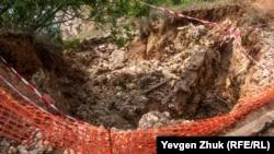 18 июня обрушился участок пешеходной тропы на Царский пляж, причиной стали потоки воды после обильных осадков. Мыс Фиолент, Севастополь