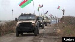 აზერბაიჯანის სამხედრო კოლონა აღდამში შედის