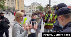 Marina Litvinovici, activistă pentru drepturile omului și politican, potestează în fața Ministerului Justiției, Moscova, 21 august 2021.