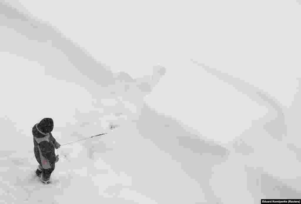 Шпацыр з сабакам пасьля сьнегападу. Стаўрапаль, Расея.