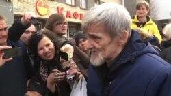 Юрий Дмитриев - на свободе!