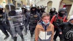 У Празі поліція розігнала антиковідний мітинг. Є затримані – відео