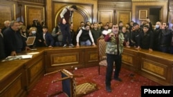 Armenia - Anry protesters ransack the main meeting room of the Armenian government at the prime minister's office in Yerevan, November 10, 2020.