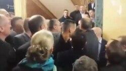 Opozita hedh gaz lotsjellës në hollin e Kuvendit