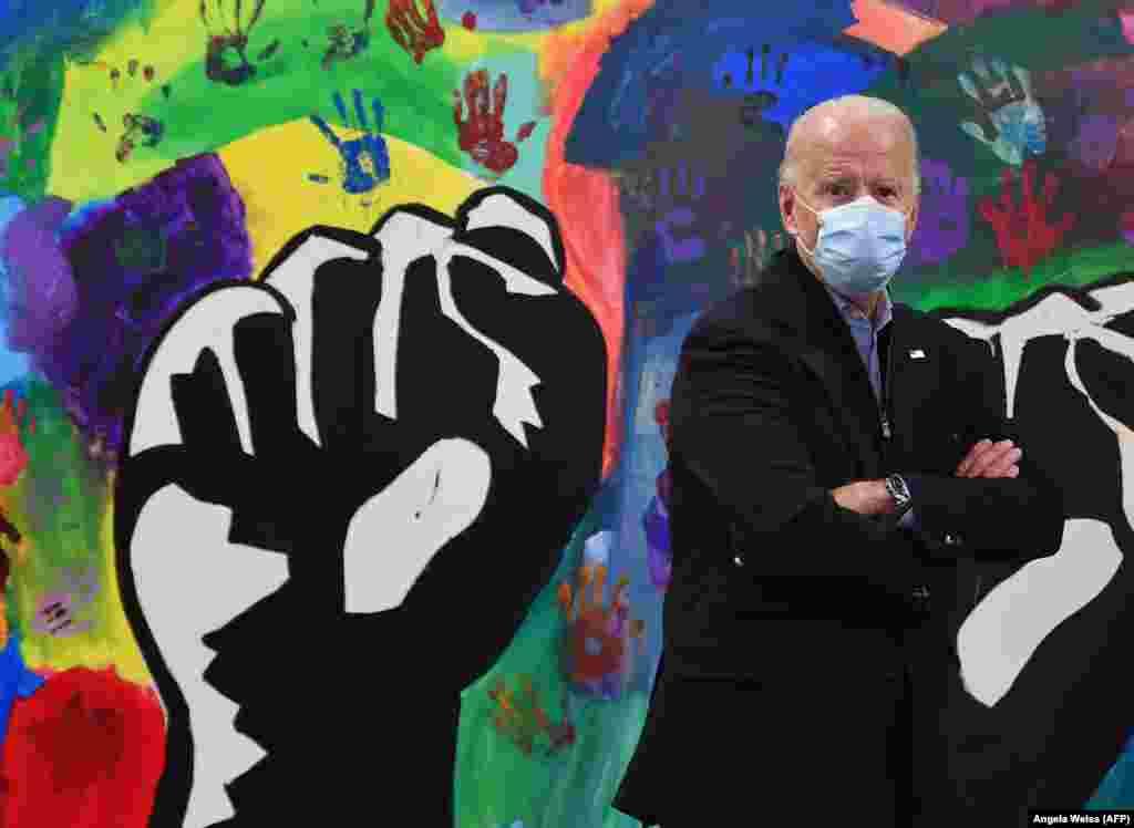 Joe Biden látogatást tesz a wilmingtoni 'TheWarehouse for teens by teens'-ben.