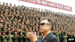 Лидер КНДР Ким Чен Ир посещает воинскую часть