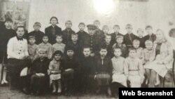 Где-то на этом фото есть Александр Анисимович, который попал в интернат ребенком и жил здесь до самой смерти