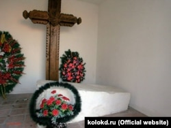 Старовинний надгробок над могилою гетьмана Петра Дорошенка