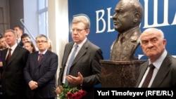 Евгений Ясин считает, что российская власть не желает слушать экспертов