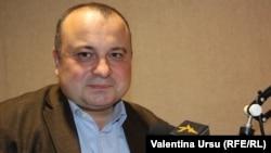 Radu Carp în studioul Europei Libere la Chișinău