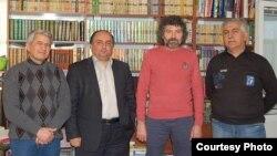 soldan sağa: Nəriman Əbdülrəhmanl, Fəxri Uğurlu, nəşriyyatın direktoru Şahbaz Xuduoğlu və Mahir Qarayev