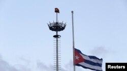 Кубанското знаме на половина копје по повод смртта на револуционерниот лидер Фидел Кастро