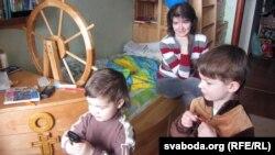 Надзея Брылеўская, сыны Кастусь і Васіль
