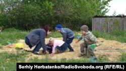 Детские игры в прифронтовом селе Славное, 15 мая 2020 года