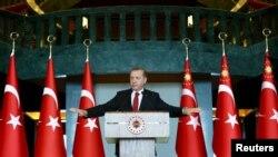 اردوغان به حیدرالعبادی گفته است: «نیروهای مسلح جمهوری ترکیه تا آن حد تنزل نکردهاند که از تو دستور بگیرند».
