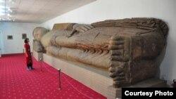 Tacik muzeyində yatmış (nirvanaya çatmış) budda