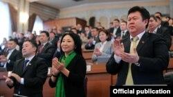 """""""Кыргызстан"""" партиясынын катарында Жогорку Кеңештин депутаты Шаршенбек Абдыкеримов (оңдо) жана Чүй облусунун мурунку губернатору Канат Исаев (солдо) да бар."""