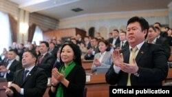 """Кыргыз парламентиндеги """"республикачы"""" депутаттар. 2011-жыл."""