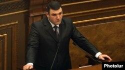 Գևորգ Կոստանյանը Ազգային ժողովում պատասխանում է պատգամավորների հարցերին: