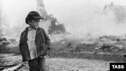 Великая Отечественная война. Ребенок на пепелище, 1941 год