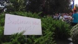 Demonstrațiile din fața Parlamentului nu îi conving pe deputații PD-PSRM