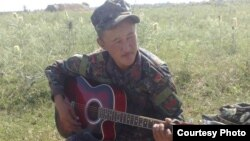 25 жаштагы Бактияр Көчөрбаев жакында үйлөнөрүн туугандарына айтып келген.