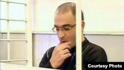 Imprisoned Azerbaijani journalist Eynulla Fatullayev in a Baku court in October 2007