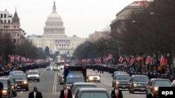 Свежеинаугурированный президент Джордж Буш возвращается домой 20 января 2005