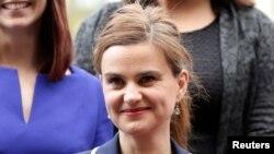 خانم کاکس در صف موافقان باقی ماندن بریتانیا در اتحادیه اروپا بود.