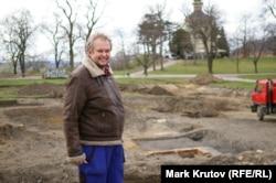 Археолог Ян Гасил на месте, где ведутся раскопки