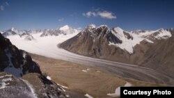 Ледник Абрамова. Фото предоставлено сотрудником Цюрихского университета Хорстом Махгутом.