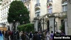 Coadă în fața ambsadei Iranului de la Paris, 19 mai 2017