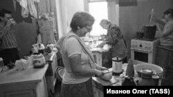 СССР. Коммунальная квартира (Фото Олега Иванова/фотохроника ТАСС)