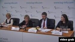 Слева на фото – так называемые «судьи Верховного суда ЛНР», крайняя справа – «адвокат» и «судья трибунала» Елена Шишкина