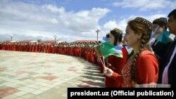 Horezmde türkmen prezidentini garşylaýarlar.