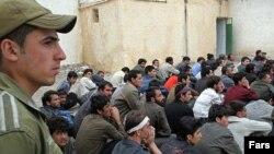 گروهی از مهاجران افغان در حال انتقال به افغانستان