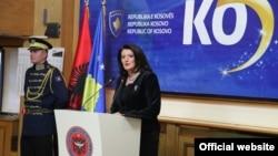 Kosowonyň prezident Atifete Jahjaga Kosowonyň garaşsyzlygynyň bäş ýyllygy mynasybetli Priştinada çykyş edýär. Priştina, 17-nji fewral, 2013.