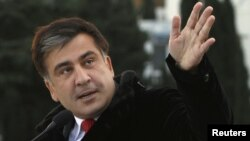 Georgia's President Mikheil Saakashvili recently offered to establish visa-free travel to Georgia for Russians.