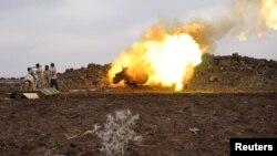 Cириянын эркин армиясынын аскерлери Дараа шаарынын чекесинде.