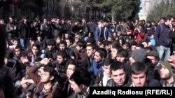 Bakı Dövlət Universitetinin tələbələri etiraz aksiyası keçirir, 2014