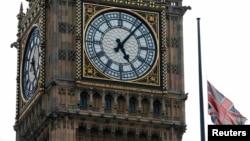 Биг Бен мұнарасы сағатының жанындағы Ұлыбритания туы, Лондон (Көрнекі сурет).