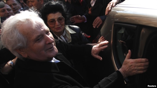 Former Bosnian Muslim warlord Fikret Abdic and his wife get into a car in front of the prison in Pula, where several thousand supporters greeted him after his release on March 9.