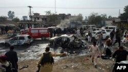 Жамруддагы жардыруудан кийин аймакты коопсуздук күчтөрү текшерип жатышат, 17-декабрь, 2012