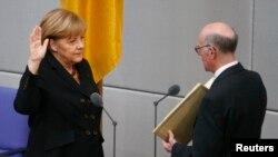 Германи -- Канцлеран даржехь кхозлагIа а тIечIагIйина Меркель Ангела, ГIур17, 2013