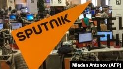 Видання Sputnik і Baltnews пов'язані з російським інформаційним агентством «Росія сьогодні»