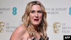 """Kate Winslet sosial medianı """"gənc qadının vaxt keçirməsi üçün ən ziyanlı yer"""" adlandırıb."""